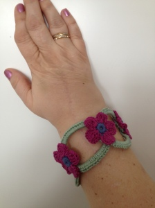 Blommigt armband